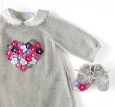 Knitted baby dress with little felt flowers. Gray. by tenderblue