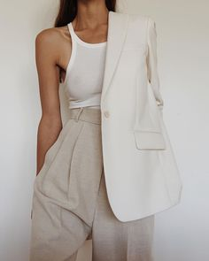 We've rounded up the most expensive-looking, trendy summer outfits that look Like they cost a fortune (but don't). 6 Summer Outfits That Look Like They Cost a Fortune (But Don't) - 6 Summer Outfits That Look Like They Cost a Fortune (But Don't) Mode Outfits, Fashion Outfits, Womens Fashion, Fashion Trends, Fashion Ideas, Fashion Belts, Fashion Quotes, Fashion Lookbook, Fashion Styles