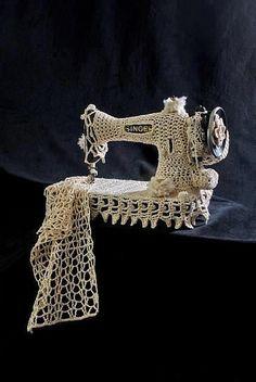 fibrearts: The Singer by K Witta, aka Sally Ackerman. Cotton yarn crochet on sewing machine. It is a nice idea! Yarn Bombing, Crochet Art, Crochet Patterns, Guerilla Knitting, Crochet With Cotton Yarn, Crocheted Lace, Antique Sewing Machines, Sewing Notions, Handmade Home