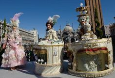 This would be such an amazing experience venice italy carnival costume photos Venetian Costumes, Venice Carnival Costumes, Venetian Carnival Masks, Carnival Of Venice, Carnival Fantasy, Carnival Themes, Costume Carnaval, Circus Costume, Costume Venitien