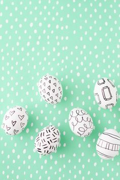 DIY Marker Drawings + Doodles on Easter Eggs Project barefootstyling.com