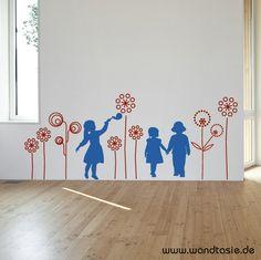 Ideal Wandtattoo Blumen Wiese mit Silhouetten von Kindern