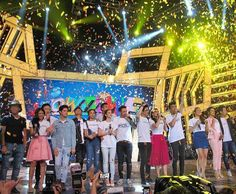 This is JaDine, KathNiel, and LizQuen with the hosts of It's Showtime smiling for the camera during the big wrap of It's Showtime Kapamilya Day held at the Smart Araneta Coliseum last September 26, 2015. Indeed, they're my favourite Kapamilya love teams, and LizQuen and KathNiel are amazing Star Magic talents. #JaDine #KathNiel #KathNielBernaDilla #LizQuen #ItsShowtime #ItsShowtimeKapamilyaDay #ShowtimeKapamilyaDay Child Actresses, Child Actors, Inigo Pascual, Half Filipino, Daniel Johns, Enrique Gil, Daniel Padilla, Star Magic, Liza Soberano