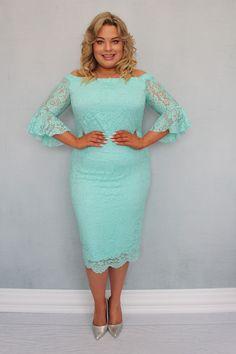 Sukienka BELLA koronkowa hiszpanka może zachwycić niejedną wielbicielkę koronkowych kreacji. Uszyta zgodnie z najnowszymi trendami w modzie dla kobiet plus size pragnących podkreślić swoje walory w subtelny sposób. Dwuwarstwowa, wykonana z najwyższej jakości koronki o wyraźnym kwiatowym deseniu przez polskiego producenta odzieży plus size zorientowanego na projektowanie dla kobiet noszących duże rozmiary. High Neck Dress, Dresses With Sleeves, Long Sleeve, Fashion, Turtleneck Dress, Moda, Gowns With Sleeves, Fashion Styles, Fasion