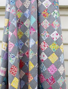 Liberty Tana Lawn and Chambray Checkerboard Quilt ~ Red Pepper Quilts This pattern would make a gorgeous shower curtain. Scrap Quilt, Quilt Blocks, Star Quilts, Owl Quilts, Scrap Fabric, Quilting Projects, Quilting Designs, Quilting Ideas, Liberty Quilt