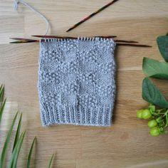 7 helppoa ideaa sukanvarteen - oikea ja nurja silmukka riittävät! Crochet Socks, Knitting Socks, Crochet Stitches, Knit Crochet, Sewing, Blog, Handmade, Crafts, Diy