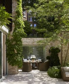 City Gardens - City Garden Ideas And Design House and Garden Back Gardens, Small Gardens, Outdoor Gardens, City Gardens, Roof Gardens, Fresco, Succulent Garden Diy Indoor, Balcony Garden, Balcony Window