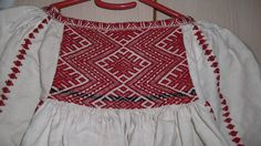 Camasa cu ciupag de Salaj -Detail c/o Marioara Constantin #lablouseroumaine Folk Embroidery, Embroidery Patterns, Machine Embroidery, Antique Quilts, Traditional Outfits, Going Out, Textiles, Fancy, Stitch