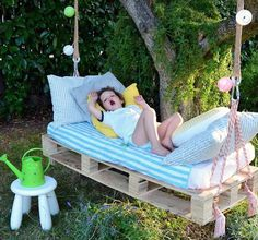 Awesome Outdoor DIY Projects for Kids Natural and Refreshing Pallet Garden Ideas: pallet swing bed w Diy Projects For Kids, Outdoor Projects, Pallet Projects, Diy For Kids, Diy Pallet, Pallet Ideas, Garden Pallet, Pallet Tree, Backyard Projects