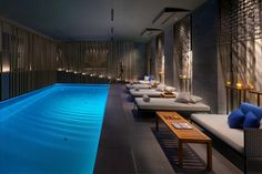 Hotelové spa s bazénem poskytuje množství relaxačních a pečujících procedur a komfort na lehátkách prestižní značky Roda