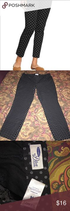 """""""The Diva"""" Ankle Pants By Old Navy Plus Size 14 Theses pants are so lightweight and comfy. Great for vacation or just running errands. They are in great condition. No rips stains or tears. Only worn one time. They measure 17"""" side to side at top of waist and inseam is 25"""". Rise is 20"""" They are 95% cotton and 5% spandex Old Navy Pants Ankle & Cropped"""