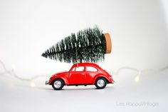 merry Xmas by Les HappyVintage  leshappyvintage.fr #xmas #beetle #vintage #christmastree #vintagecar