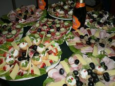 Aperitive majorat Fruit Salad, Sushi, Ethnic Recipes, Food, Fruit Salads, Essen, Meals, Yemek, Eten