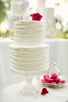 Love the simple look: Homemade looking frosting, 2 cakes stacked - to have 2 cake flavours. Wouldn't have a Rose on top though!!