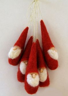 Christmas ornament Gnomes - Waldorf Inspired -red and white Weihnachtsschmuck Gnomen Waldorf inspiri Christmas Projects, Felt Crafts, Holiday Crafts, Felt Christmas Ornaments, Christmas Decorations, Santa Ornaments, Hallmark Christmas, Christmas Stocking, Diy Christmas
