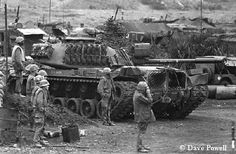 Battle of Khe Sanh in northwestern Quảng Trị Province, Republic of Vietnam (South Vietnam), between January and July 1968 Vietnam History, Vietnam War Photos, Panzer Iii, Marine Corps, American War, American History, Luftwaffe, North Vietnam, Military Pictures