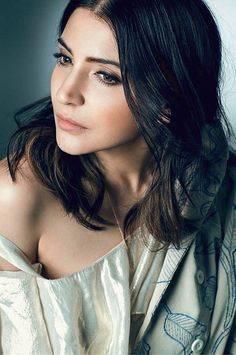 Anushka Sharma photoshoot for Filmfare Magazine August 2017 issue. Anushka is looking stunning in bold backless dress on the cover page of Filmfare. Indian Bollywood, Bollywood Stars, Bollywood Fashion, Anushka Sharma Virat Kohli, Virat And Anushka, Indian Celebrities, Bollywood Celebrities, Anushka Sharma Images, Actress Anushka