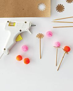DIY pom-pom & paper flower cupcake toppers tutorial from Martha Stewart Diy And Crafts, Arts And Crafts, Paper Crafts, Diy Projects To Try, Craft Projects, Fleurs Diy, Cupcake Toppers, Diy Cupcake, Idee Diy