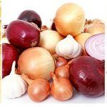 This is a simple recipe on how to use garlic and onion for hair growth. Infuse your favorite hair oil with garlic and onion and massage the infused oil into your scalp times weekly for maximum hair growth results. Sport Nutrition, Nutrition Month, Nutrition Pyramid, Nutrition Jobs, Nutrition Club, Muscle Nutrition, Nutrition Quotes, Child Nutrition, Nutrition Education