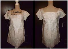 Camisa de noche con tablones y escote cuadrado.
