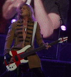 Rick Savage live with Def Leppard on August 2008 Great Bands, Cool Bands, Rick Savage, Best Rock Bands, British Rock, Def Leppard, Hard Rock, August 13, Concert