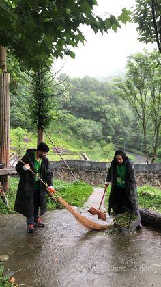 China DuJiangYan Panda Volunteer Experience ChengDu WestChinaGo Travel Service www.WestChinaGo.com Tel:+86-135-4089-3980 info@WestChinaGo.com Volunteer Programs, Chengdu, Day Tours, Bradley Mountain, Panda, China, Travel, Viajes, Destinations