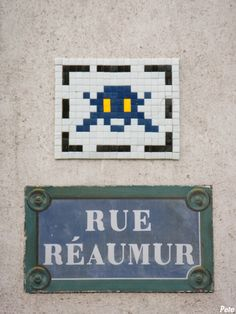 Space Invader @ Rue Réaumur | Paris Murals Street Art, Street Art Graffiti, Urban Street Art, Urban Art, Pixel Art, Invader Paris, Rue Montorgueil, Space Invaders, Street Names
