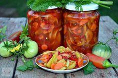 Salata de muraturi - CAIETUL CU RETETE Canning Pickles, Romanian Food, Romanian Recipes, Preserving Food, Preserves, Easy Meals, Good Food, Cooking Recipes, Stuffed Peppers