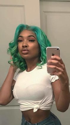 #Repost @lovinniqueee ・・・ Turned our AURORA wig into this gorgeous green this wig can be ordered on our website in its original bombshell blonde color