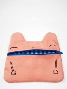 A collection of the best remarkable and innovative stationery cases you will ever set your eyes on. Looking for a great new pencil pouch? This is for you - [http://theendearingdesigner.com/10-unique-creative-pencil-cases-designs-will-blow-mind/]