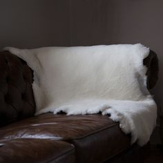 Delicieux A Huge Natural White Sheepskin Throw That Has Not Been Trimmed, Perfect To  Throw Over The Back Of A Sofa.