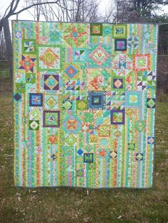 [Gypsy Wife Quilt : quilting Mostly green florals? Sampler Quilts, Scrappy Quilts, Quilting Projects, Quilting Designs, Quilting Ideas, Quilt Modernen, Contemporary Quilts, Textiles, Quilt Patterns Free
