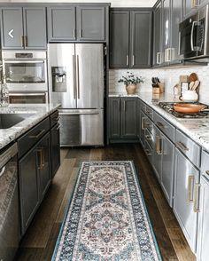 Kitchen Redo, Kitchen Dining, Kitchen Remodel, Kitchen Cabinets, Brass Kitchen, Kitchen Handles, Kitchen Ideas, Benjamin Moore, Black Kitchens