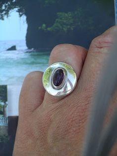 Idylliz; Zilveren ring met amethist.