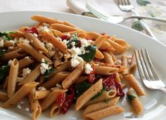 Mediterranean Penne with Sun-dried Tomatoes is  low in saturated fat and very low in cholesterol, this penne pasta is healthy meal made with spinach, feta cheese, and sun-dried tomatoes. YUM! #vegetarian