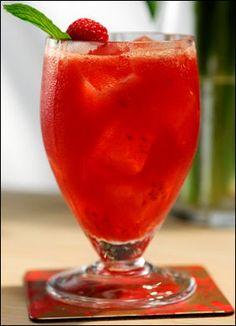 """4th of July cocktail drink recipe Pomchi Smash"""