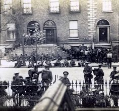 British soldiers rest after battle of Mount St Easter Rising 1916 Ireland Pictures, Old Pictures, Old Photos, Ireland 1916, Dublin Ireland, Dublin Street, Dublin City, Irish Independence, Easter Rising