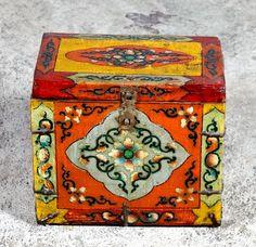 Boite à bijoux tibétaine. Pièce ancienne, restauration récente. Bois : Orme Origine : Tibet Ancien