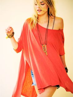 Oversized Tee with split sides. Long necklace. Jean shorts.