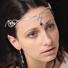 Une créatrice de bijoux de talent qui présente ses créations en aluminium.  Pour des créations sur mesure au style médiéval, ou un diadème spéciale mariée, Zaloo vous accueille et vous conseille.  Ca marche aussi pour les bijoux quotidiens, sans problème d'allergie !