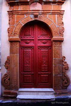 Door in Calascibetta, Sicily,   photo: Igor Pozdnyakov