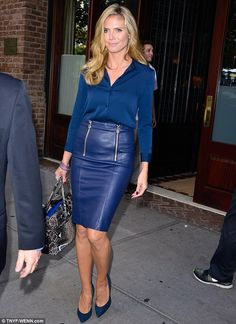 Heidi Klum in a demure cobalt blue Leather Pencil Skirt with double Front Zip Heidi Klum, Black Leather Skirts, Leather Dresses, Elegant Woman, Blue Pencil Skirts, Outfits Damen, Sexy Skirt, Look Chic, Mode Style
