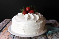 Serves: 10 INGREDIENTS 9 ounces of white or vanilla cake mix of an 18 ounce package) 1 egg white ½ cup water 3 tablespoons vegetable oil ½ teaspoon vanilla 3 ounces plain non fat yogurt Whipped Cream Icing, Strawberry Cake Recipes, Strawberry Jello, Strawberry Plants, Strawberry Cake Icing, Vegetarian Cake, White Cake Mixes, Brownie, Let Them Eat Cake