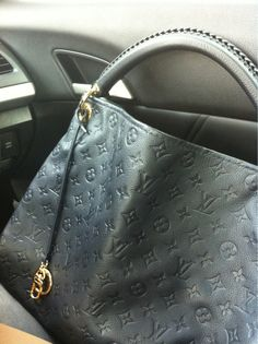 On the way to the LV store..hope the SA could help me to solve the white spots issue on my artsy handle...:)