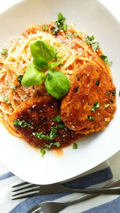 Bardzo łatwe i niezwykle satysfakcjonujące kotleciki z ciecierzycy to danie, które można podać na niezliczoną ilość sposobów. Spróbuj jakie są pyszne! Salmon Burgers, Tofu, Ethnic Recipes