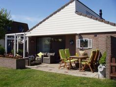 Holiday home Buenaventura Egmond Aan Den Hoef Set in Wimmenum, this holiday home is situated 33 km from Amsterdam. The unit is 27 km from Haarlem.  A TV and DVD player are offered. There is a private bathroom with a hot tub and shower.