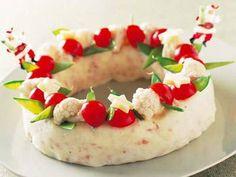 藤井 恵 さんのじゃがいもを使った「クリスマスポテトサラダ」。いつものポテトサラダも、リング状にまとめてゆで野菜で飾れば、クリスマスのごちそう風。 NHK「きょうの料理」で放送された料理レシピや献立が満載。