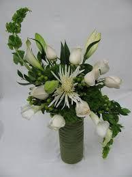 Resultado de imagem para s curve floral arrangement rose lily