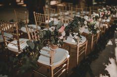 Decoracion de boda de La Buganvilla, con flores naturales y sillas doradas, en Villa Luisa. Foto Ernesto Villalba