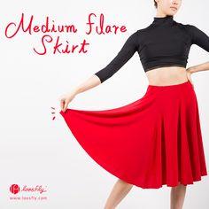 루스플라이 동작 하나에도 멋진 실루엣이 연출되는 강렬한 레드의 식스 고어드스커트. 루스플라이 [미디엄 플레어 스커트]가 입고되었습니다. Flare Skirt, Yoga Fitness, Ballet Skirt, Skirts, Fashion, Moda, Flared Skirt, Tutu, Skirt